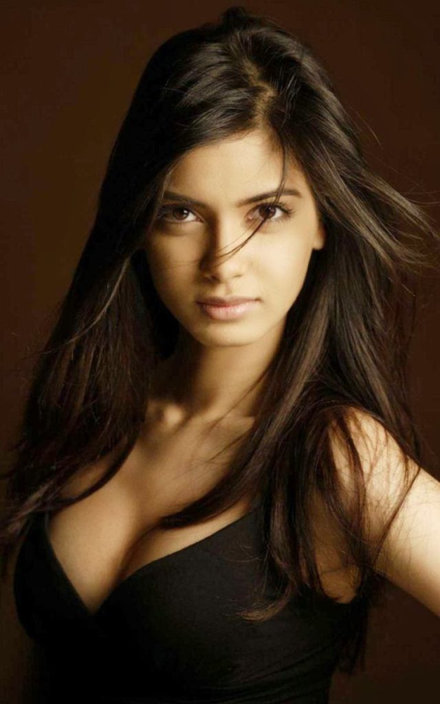 Diana Penty Hot Boobs Images