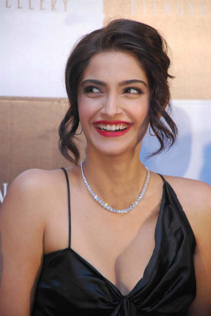 Hot Boobs Sonam Kapoor Pics
