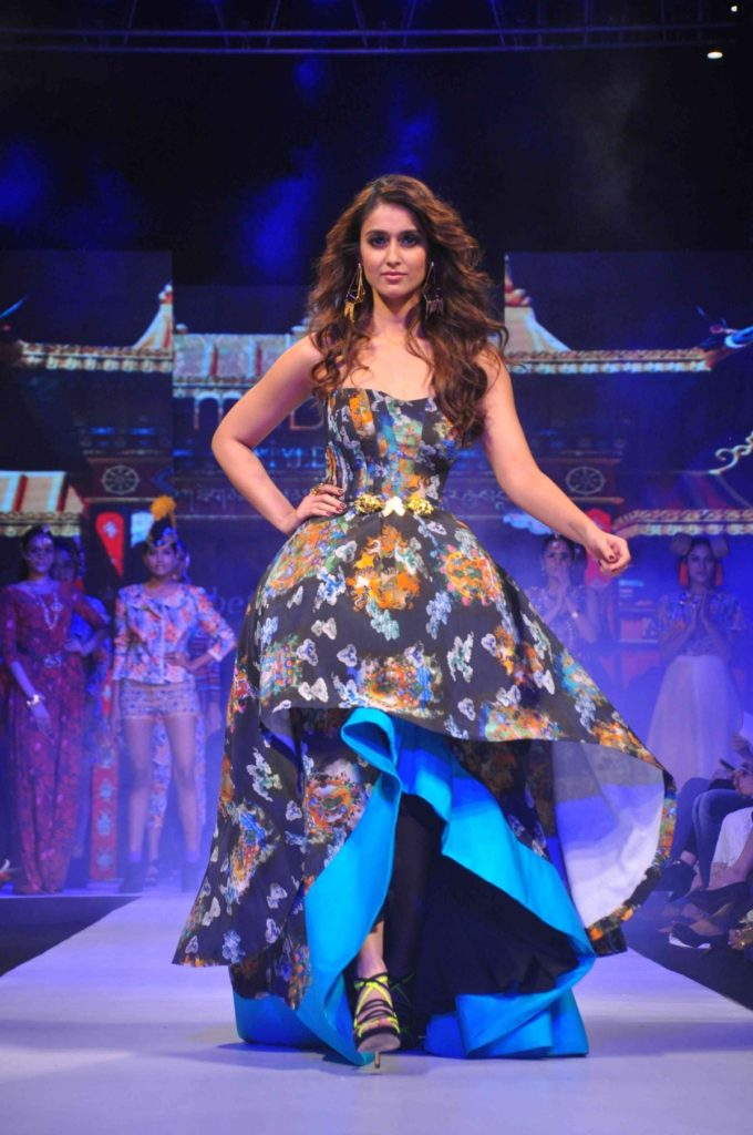 Ileana D'Cruz HD Pics At Rampwalk