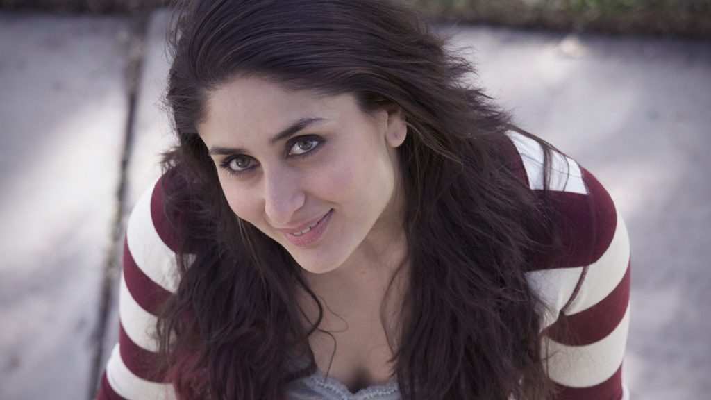 Kareena Kapoor Cute Smile Images