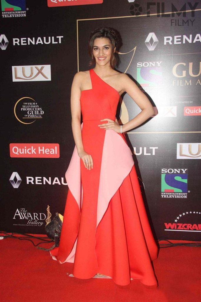 Kriti Sanon Charming & Spicy Images