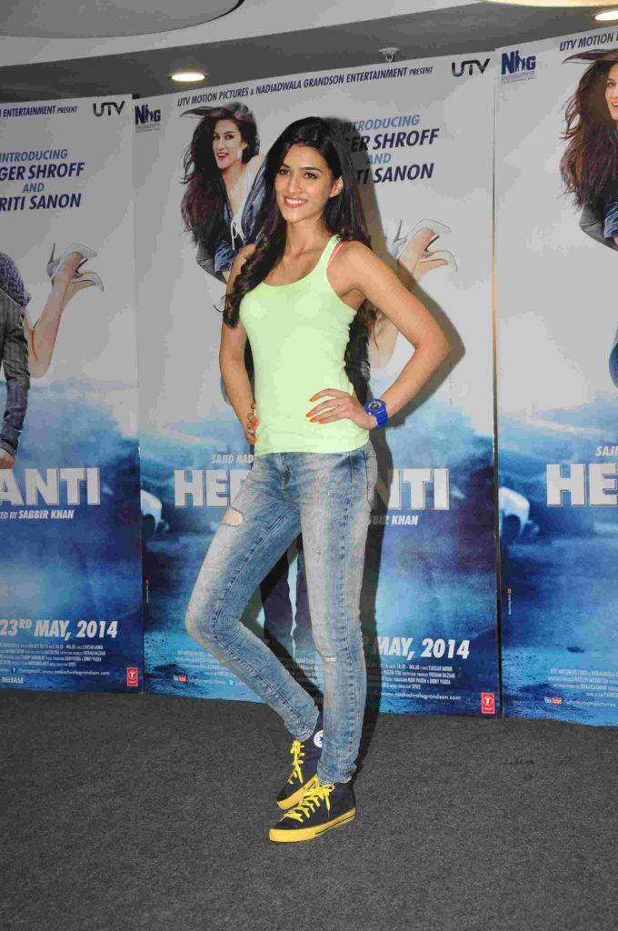 Kriti Sanon HD Wallpapers In Jeans Top