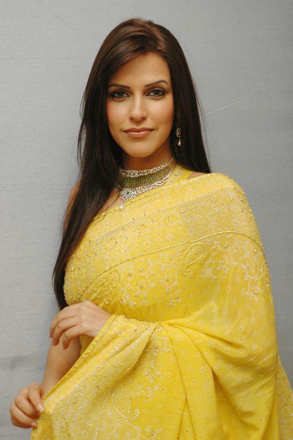 Neha Dhupia Attractive Pics At Award Show