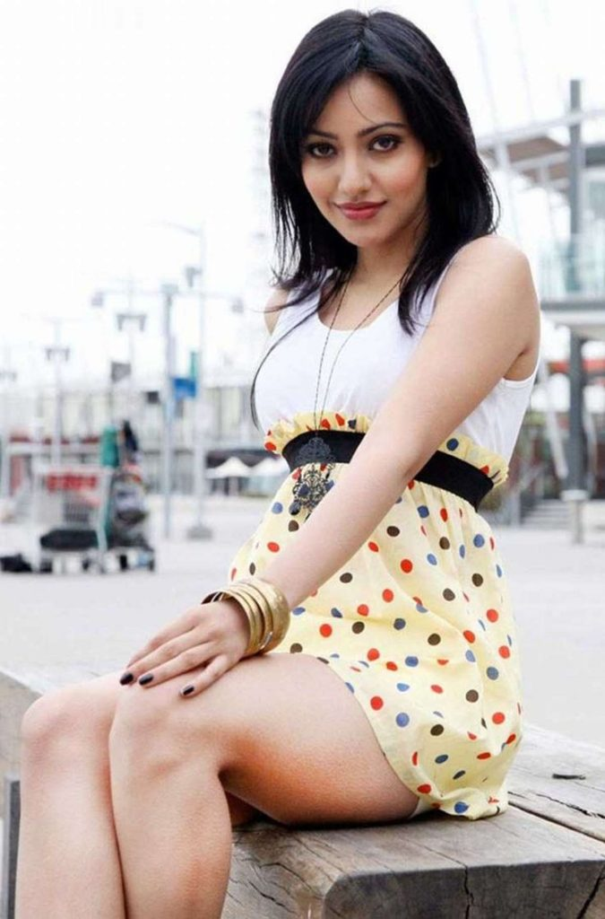 Neha Sharma Attractive Pics