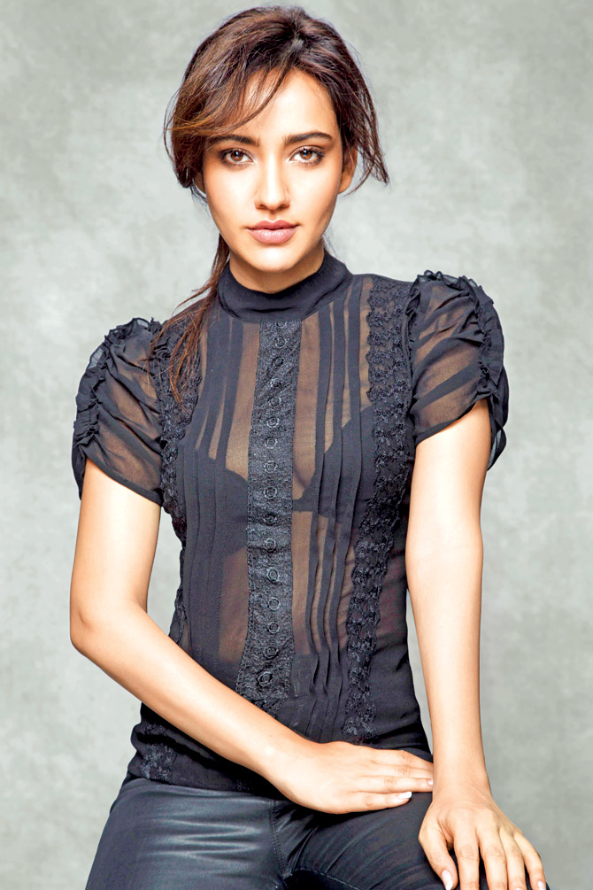 Neha Sharma Latest Hair Style Wallpapers