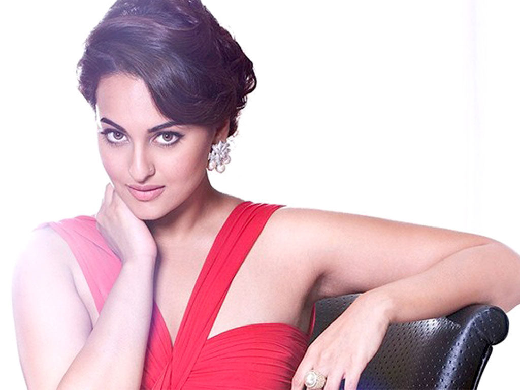 New Look Sonakshi Sinha Hot Wallpapers