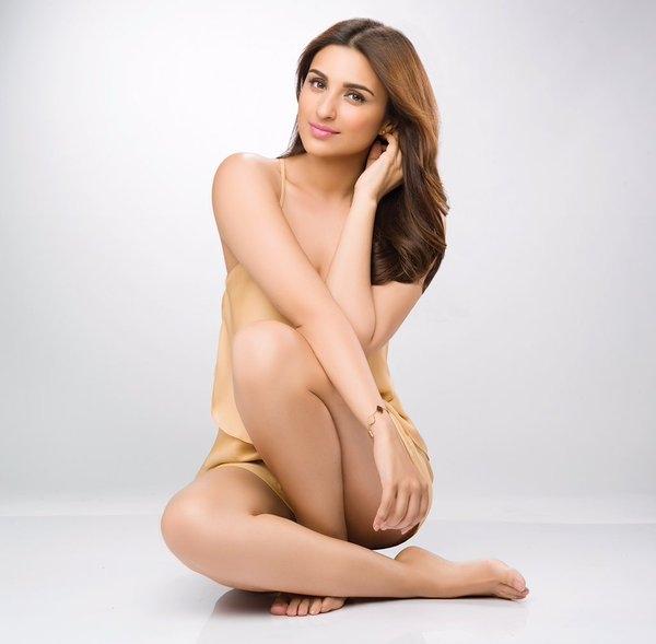 Parineeti Chopra Hot & Sexy Pics In Bra Panty