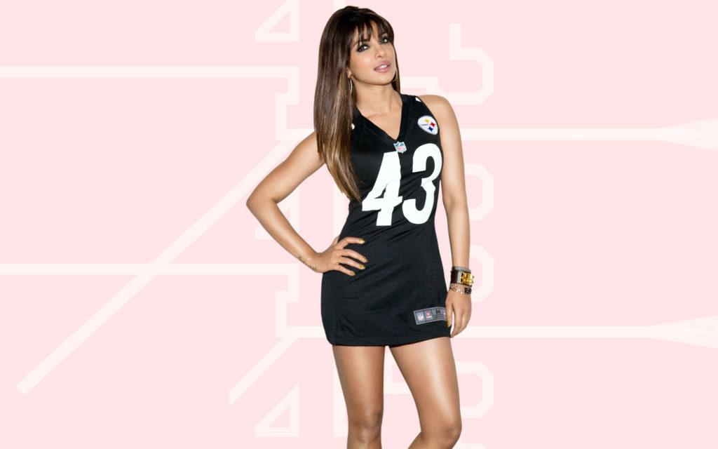 Priyanka Chopra Beautiful Images In Black Dress