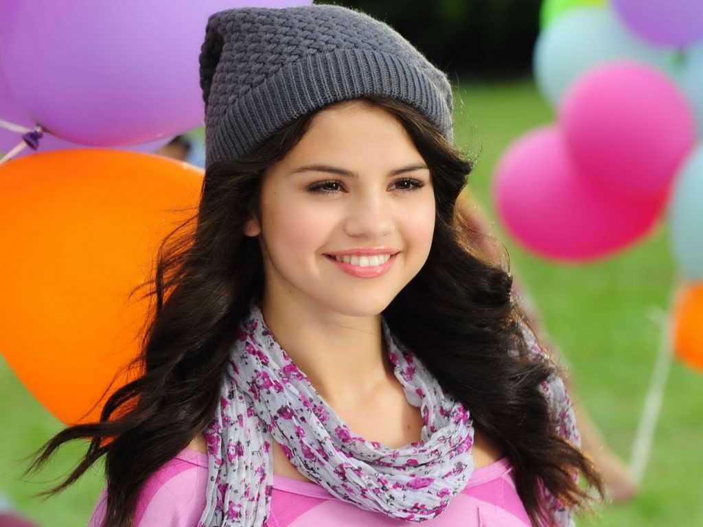 Selena Gomez Beautiful Images In Hat