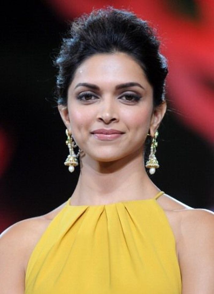 Sizzling & Hot Actress Deepika Padukone