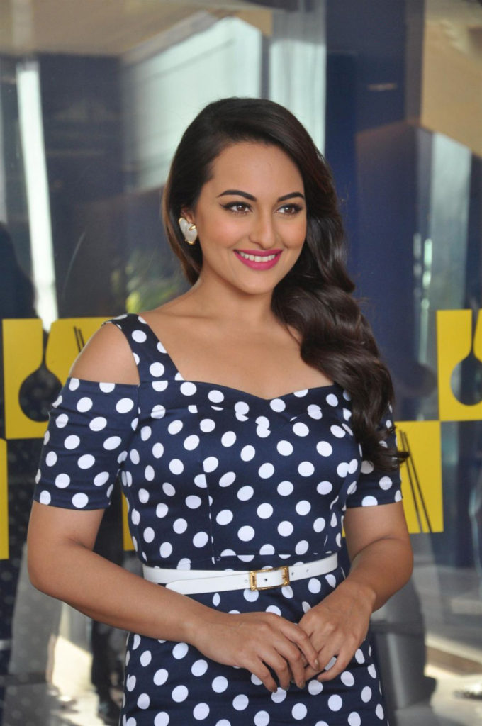 Sonakshi Sinha Beautiful Smile Pics