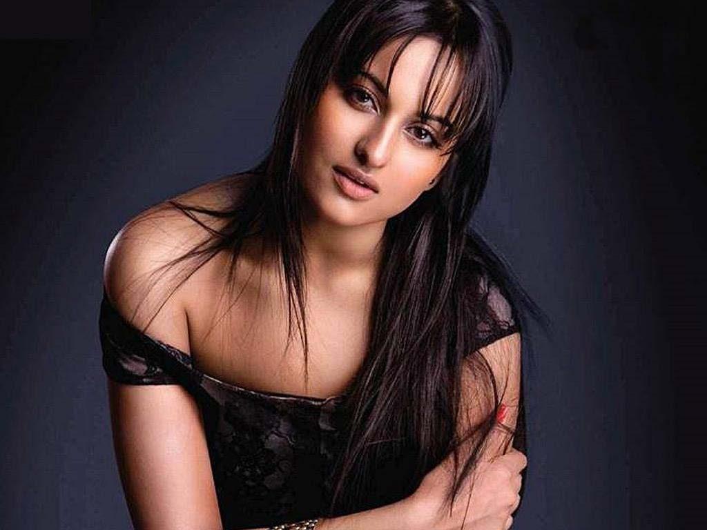 Sonakshi Sinha Hot & Sizzling Images