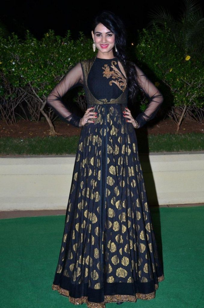 Sonal Chauhan Beautiful Pics In Black Cloths
