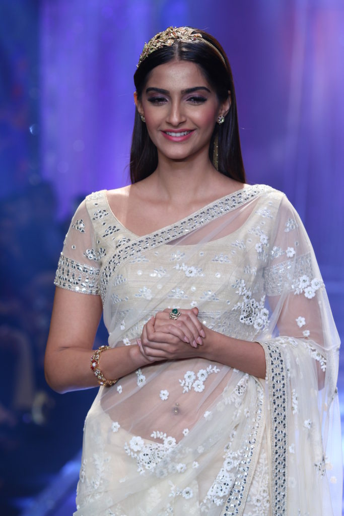 Sonam Kapoor HD Pics In Sharee