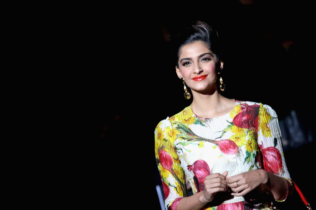 Sonam Kapoor HD Wallpapers In 2017