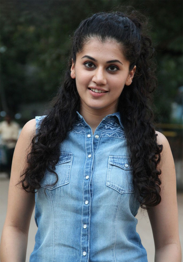 Spicy Actress Taapsee Pannu Hot & Sexy Images
