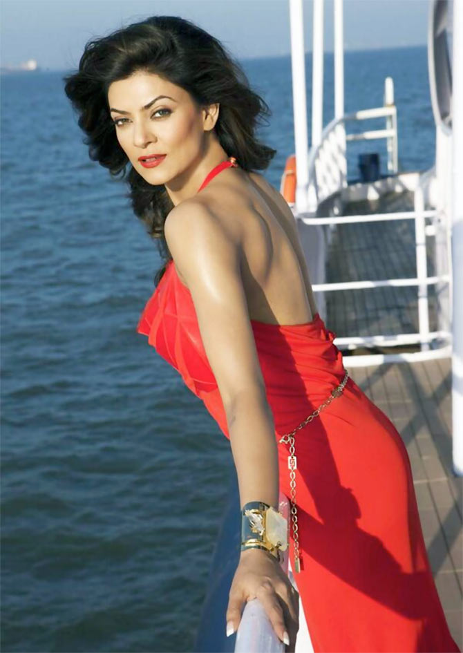 Sushmita Sen Beautiful & Sexy Images At Ship