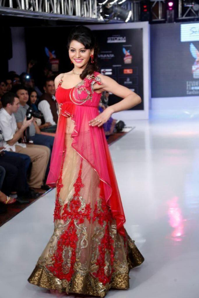 Urvashi Rautela Beautiful Pictures