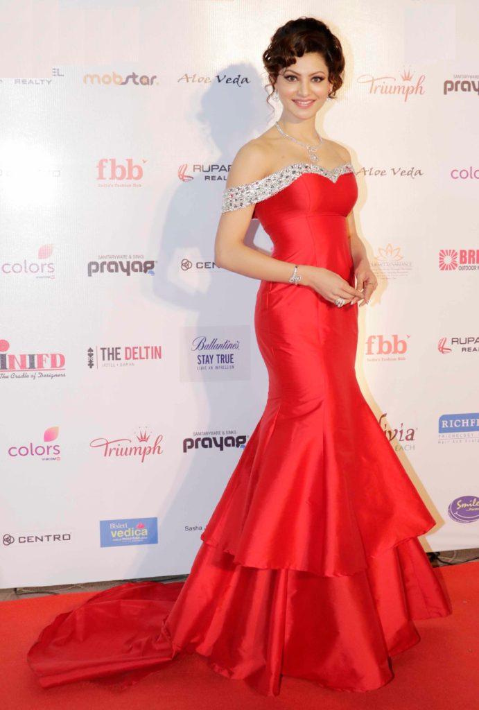 Urvashi Rautela Beautiful & Sweet Images In Off Shoulder Dress