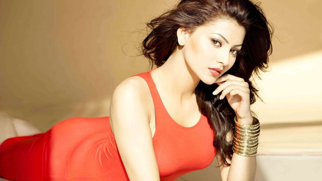 Urvashi Rautela Hot & Sexy Boobs Unseen Wallpapers In 2017