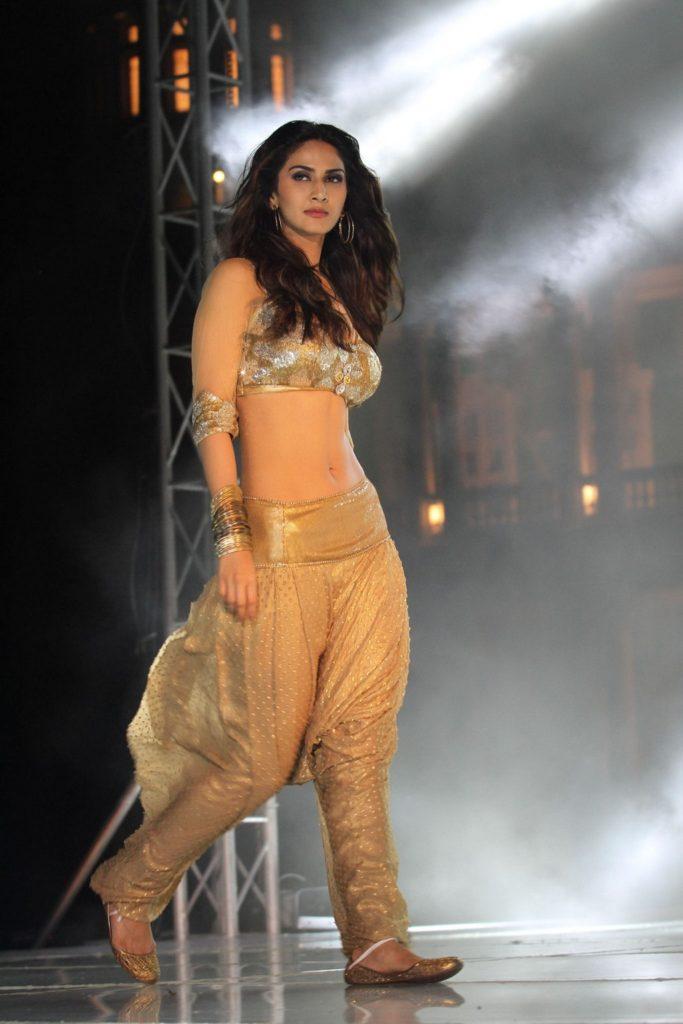 Vaani Kapoor Beautiful Attractive Images At Rampwalk