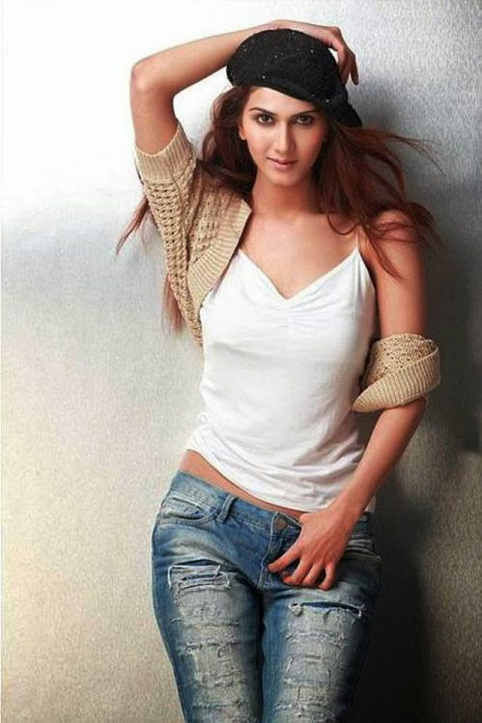 Vaani Kapoor Hot Boobs Unseen Wallpapers