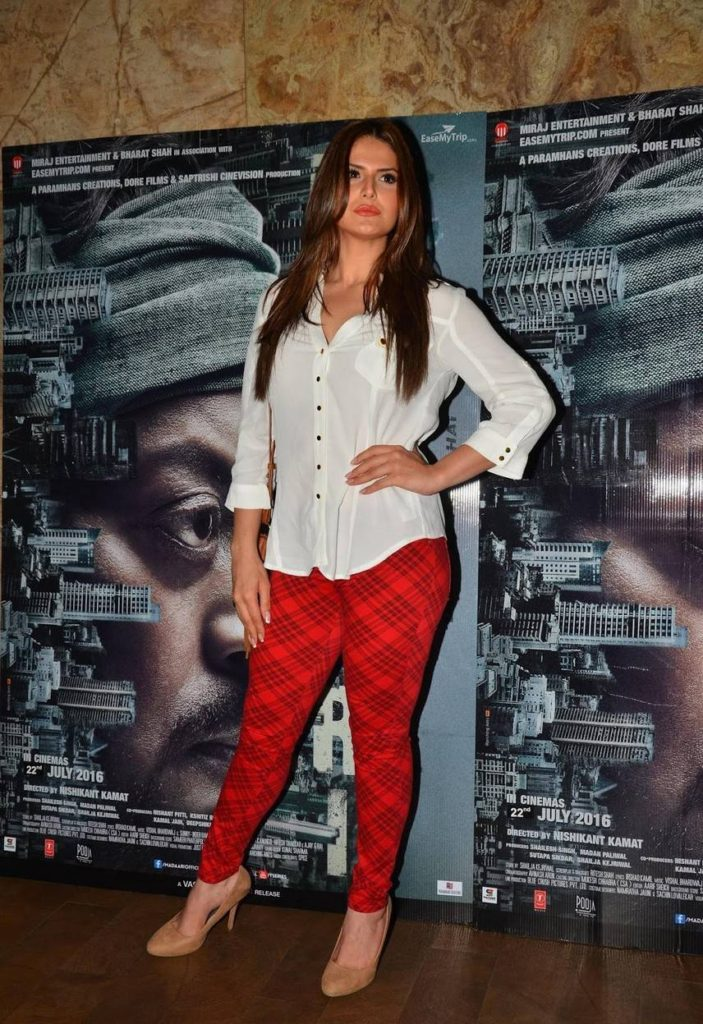 Zarine Khan Beautiful Images In Jeans Top