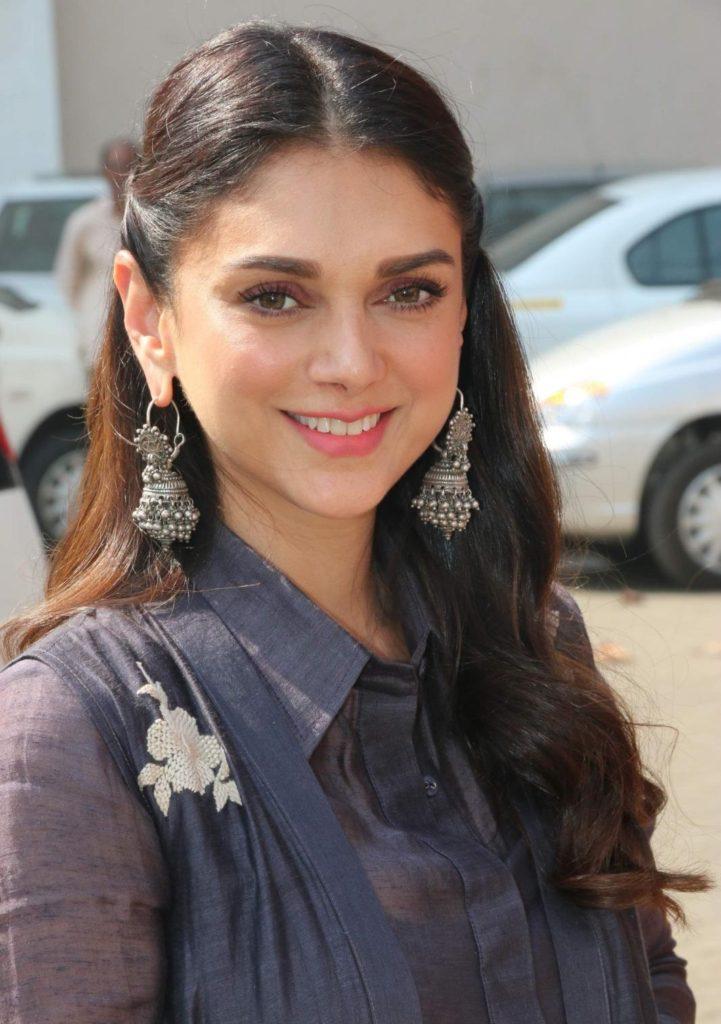 Aditi Rao Hydari Cute Smile Pics