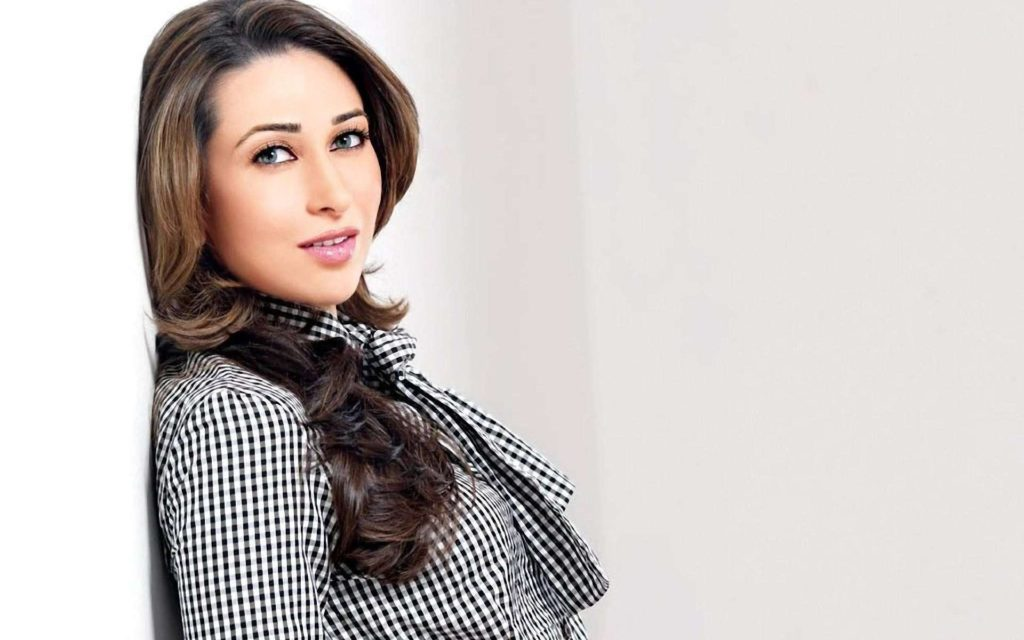 Attractive Actress Karisma Kapoor Photos Gallery