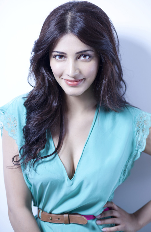 Charming Actress Shruti Haasan Sexy Boobs Wallpapers