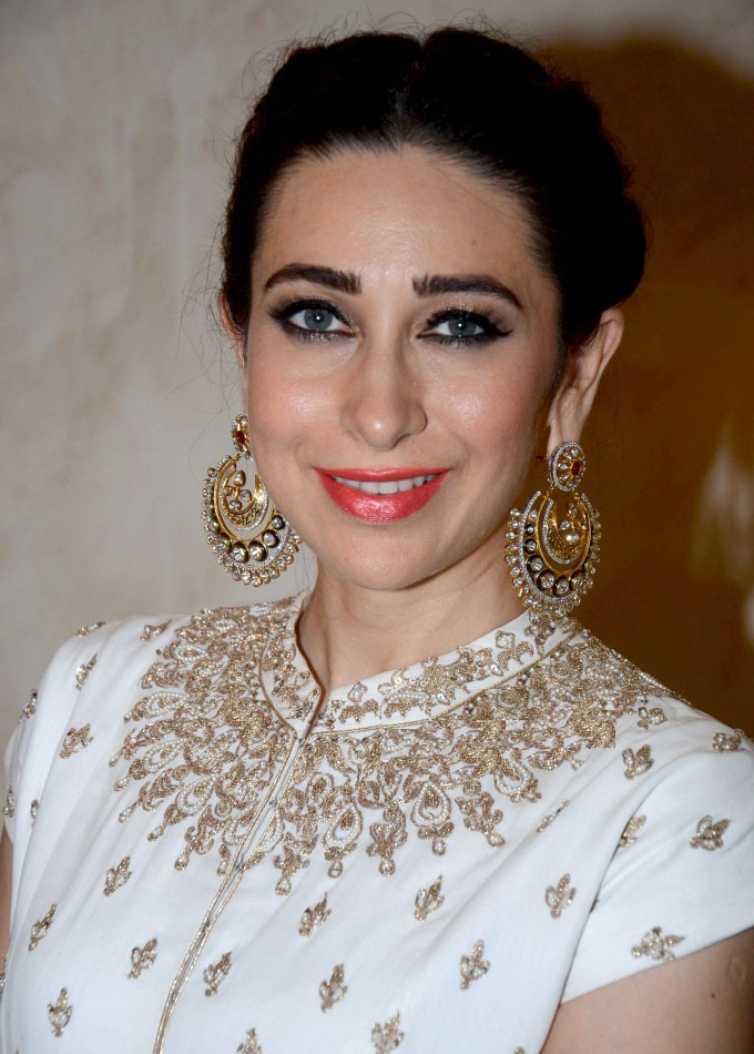 Karisma Kapoor Beautiful HD Full Photos Download