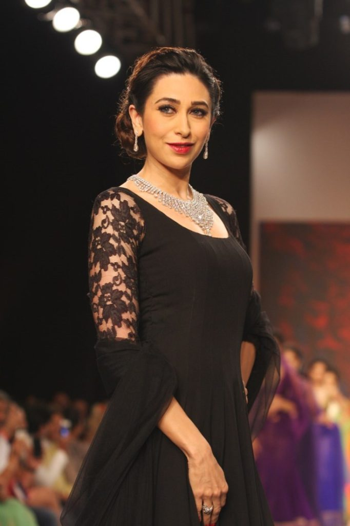 Karisma Kapoor Lovely & Cute Wallpapers At Rampwalk