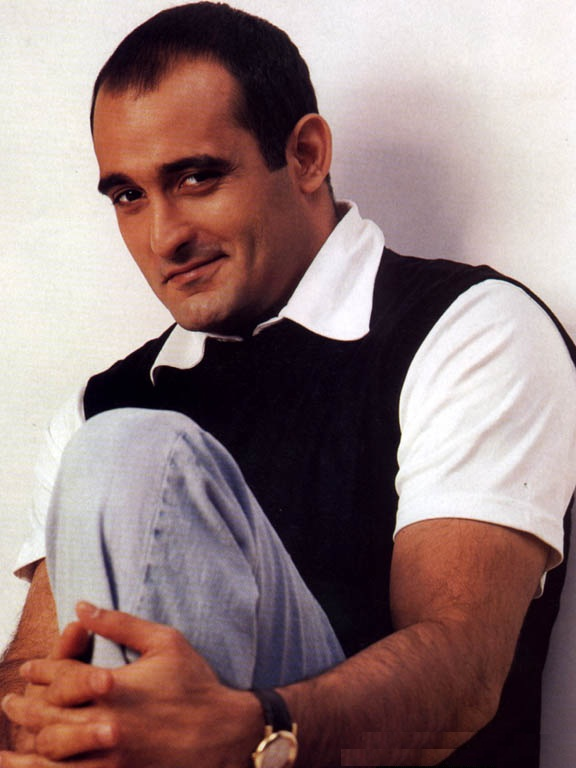 Akshaye Khanna Latest Hair Style Photos