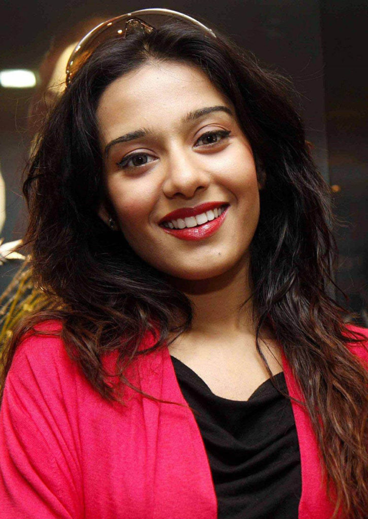 Amrita Rao Latest Hair Style Wallpapers