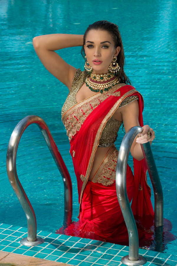 Amy Jackson hot Saree Pics In Water