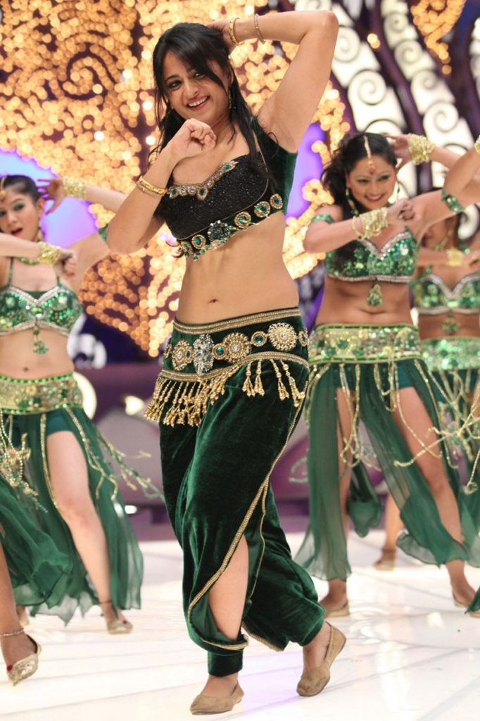Anushka Shetty Dancing Images