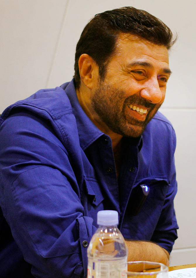 Attractive Actor Sunny Deol Photos At Award Show