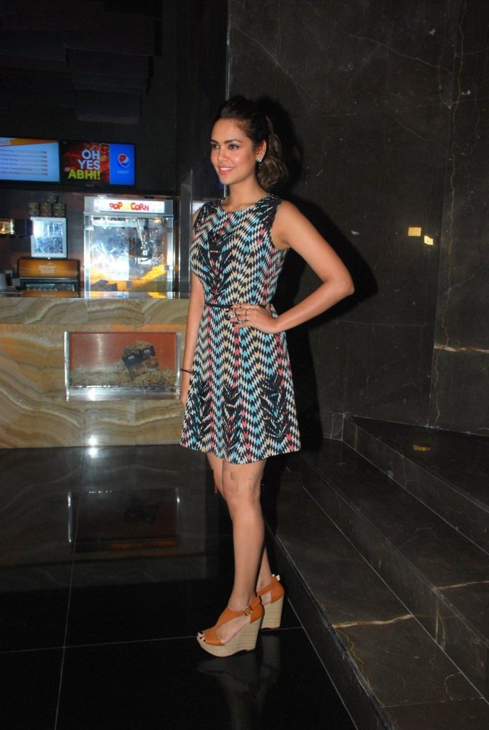 Attractive Actress Esha Gupta New Wallpapers