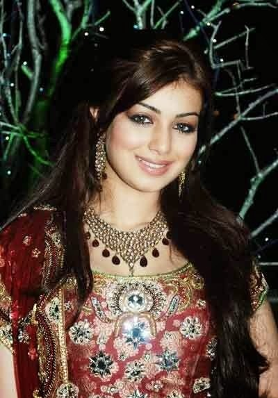 Ayesha Takia Cute Smile Wallpapers