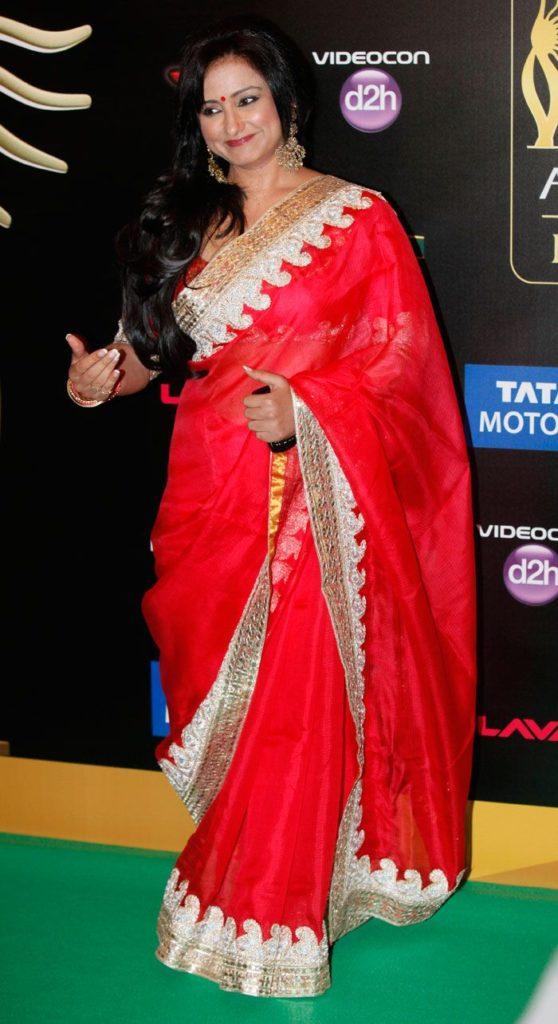 Beautiful Actress Divya Dutta Pics In Saree