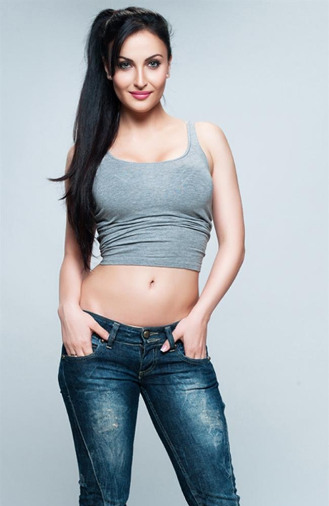 Beautiful Elli AvrRam Hot Navel Images