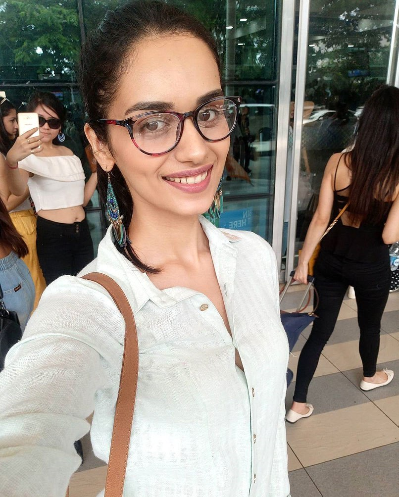 Beautiful Manushi Chhillar Wallpapers