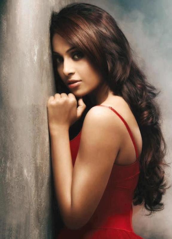 Bipasha Basu Backside Hot Topless Images