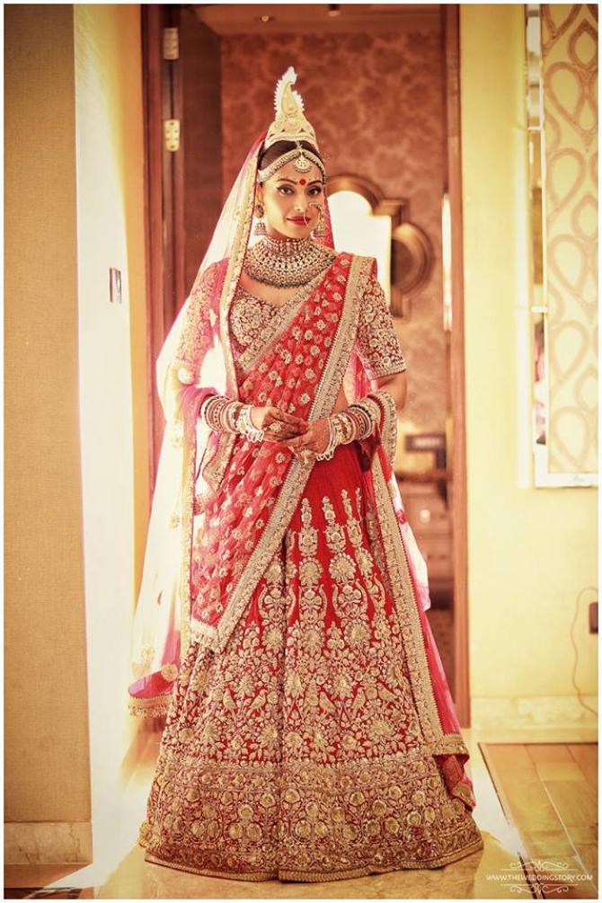 Bipasha Basu Hot Images In Wedding Cloths