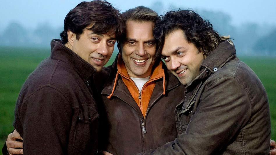 Bobby Deol Cute Images With Dharmendra & Sunny