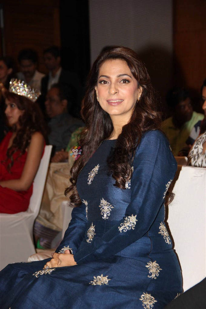 Bollywood Actress Juhi Chawla Hot Pics At Award Show