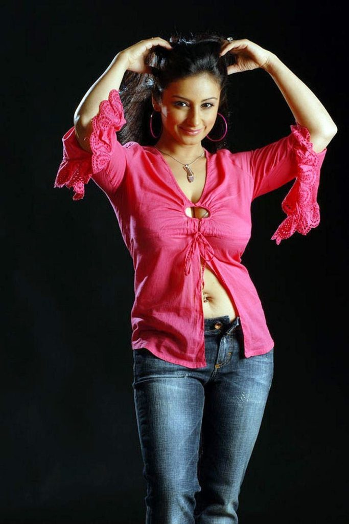 Divya Dutta Hot Navel Images In Jeans Top