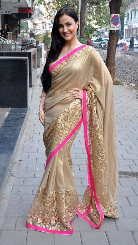 Elli AvrRam Attractive Images In Saree