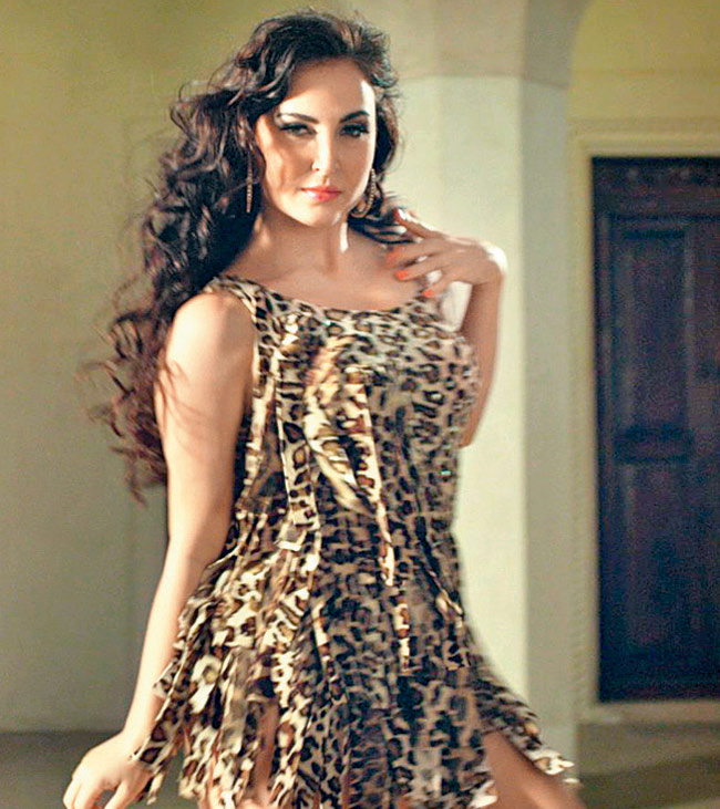 Elli AvrRam Hot Photos