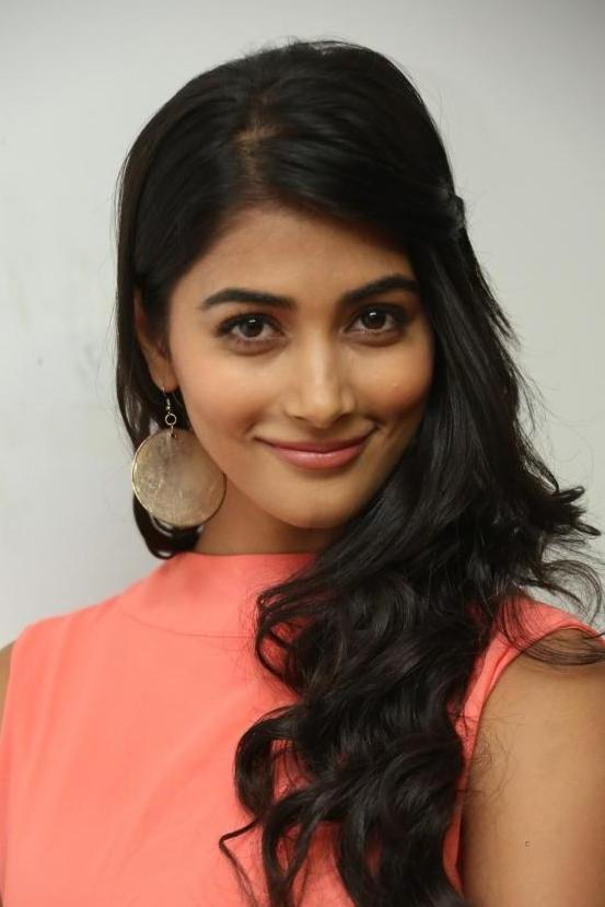 Gorgeous Pooja Hegde Images